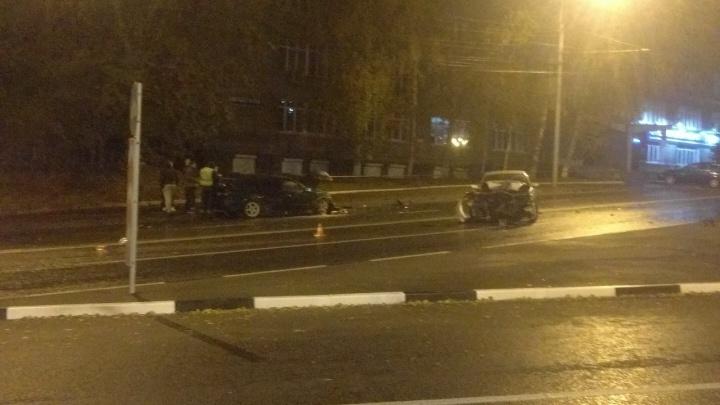 В жёстком ДТП на Мочищенском шоссе сошлись две иномарки