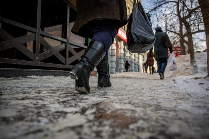 Тысяча человек упала на гладких ледяных тротуарах за неделю