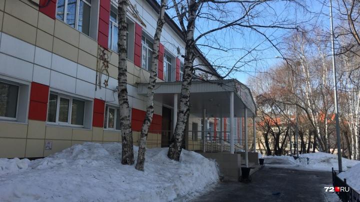Тюменскую школу №5 два дня подряд эвакуировали из-за звонков 12-летнего ученика
