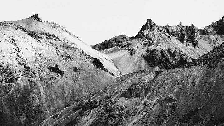 Новосибирский фотограф показал суровую Исландию в чёрно-белых снимках