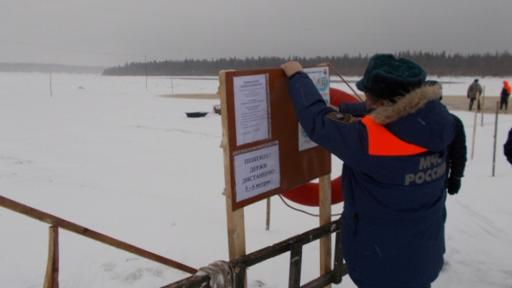 Пешком через Мезень: в Архангельской области начали открывать ледовые переправы