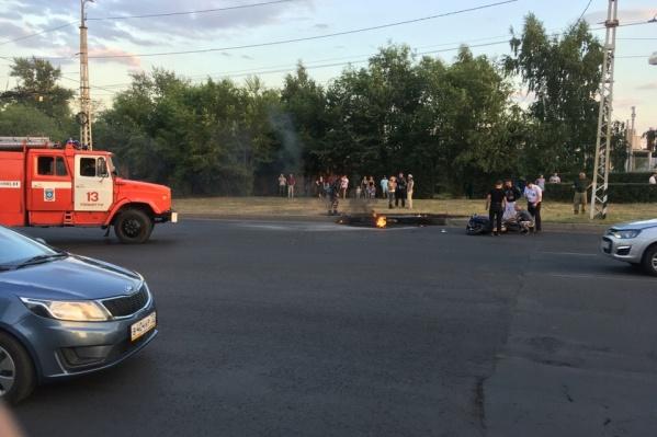 На месте происшествия работали пожарные и полицейские