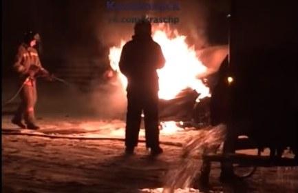 В Красноярске второй день подряд горят машины на автопрогреве