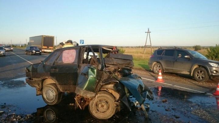 Машина сложилась вдвое: водитель ВАЗ-21099 погиб после столкновения с«КИА-Рио» на трассе М-5