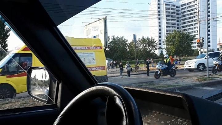 «Поймать на живца»: по Волгограду промчалась скорая помощь в сопровождении десятка полицейских машин
