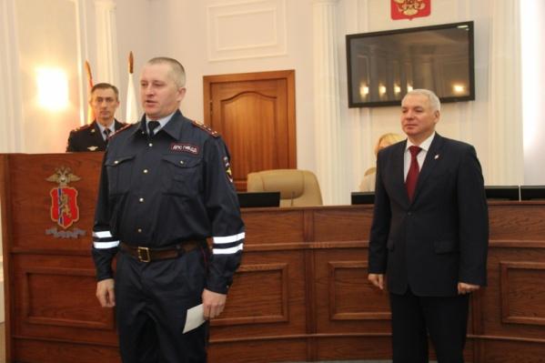 Инспекторов наградил генерал-майор полиции Александр Речицкий