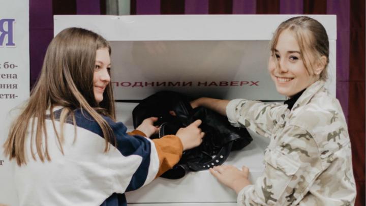 В центре Ярославля появился контейнер для сбора ненужной одежды: что принимают