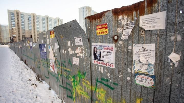 Вместо улиц — рекламные проспекты: смотрим, кто победил в борьбе с объявлениями у челябинских дорог