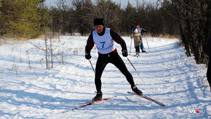 «Кто тут настоящий танкист?»: волгоградцы решили закрыть лыжный сезон 50-километровым марафоном