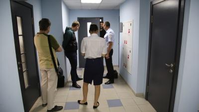 «Технику не нашли, ломили руку»: в Волгограде после обысков в СК допрашивают сторонников Навального