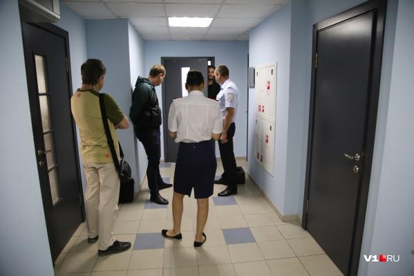 По предварительной информации, обыск начался в 9:00 по московскому времени