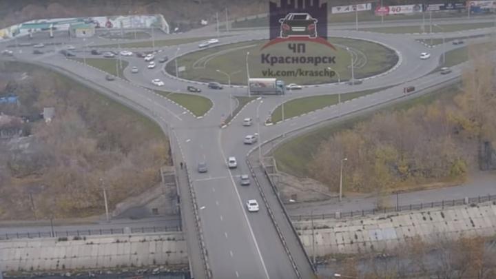 «Две аварии за час»: водители устроили коллапс на кольце Шахтёров
