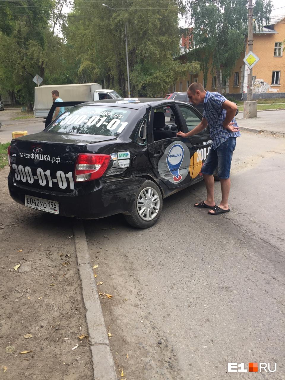По свидетельствам очевидцев, в такси ехала женщина с ребенком