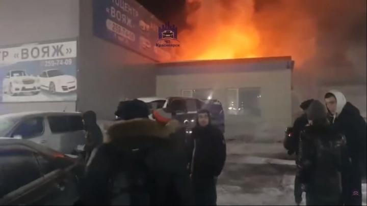 На 9 Мая ярким пламенем вспыхнул автосервис