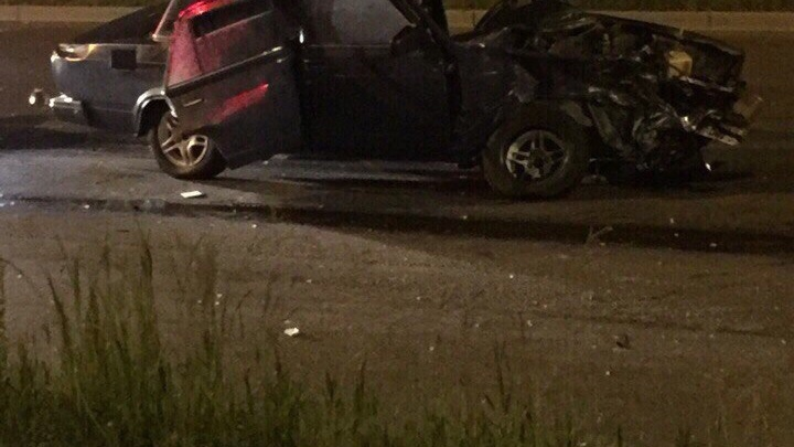«Жигули» раскрутило на дороге при аварии с лихачом на 9 Мая