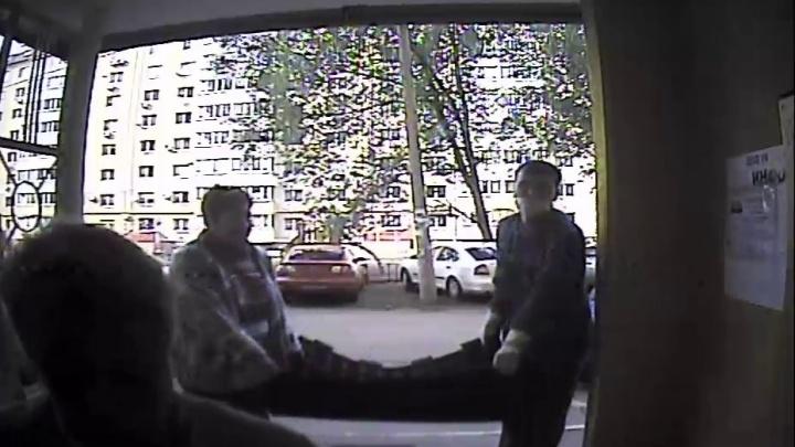 Полиция задержала самарцев, которые украли покрытие для детской площадки