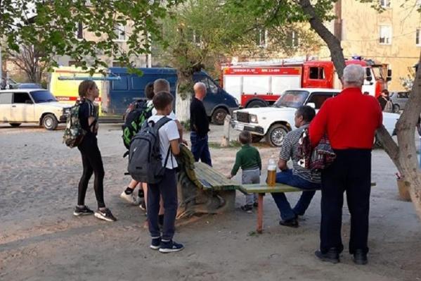 Пожар произошел около часа назад на улице Салтыкова-Щедрина