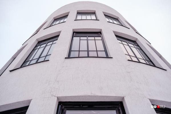 Башня фабрики-кухни на улице Лебедева выглядит современно. И не подумаешь, что зданию уже 87 лет