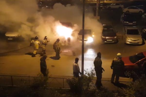Пожар случился на парковке на улице Солженицына