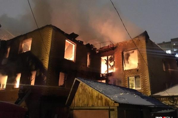 Район тушения огня был обесточен. Погибшего обнаружили лишь спустя несколько часов после пожара