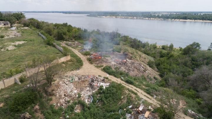 «Пора вылазить из гнили»: на севере Волгограда растет и душит горожан огромная свалка