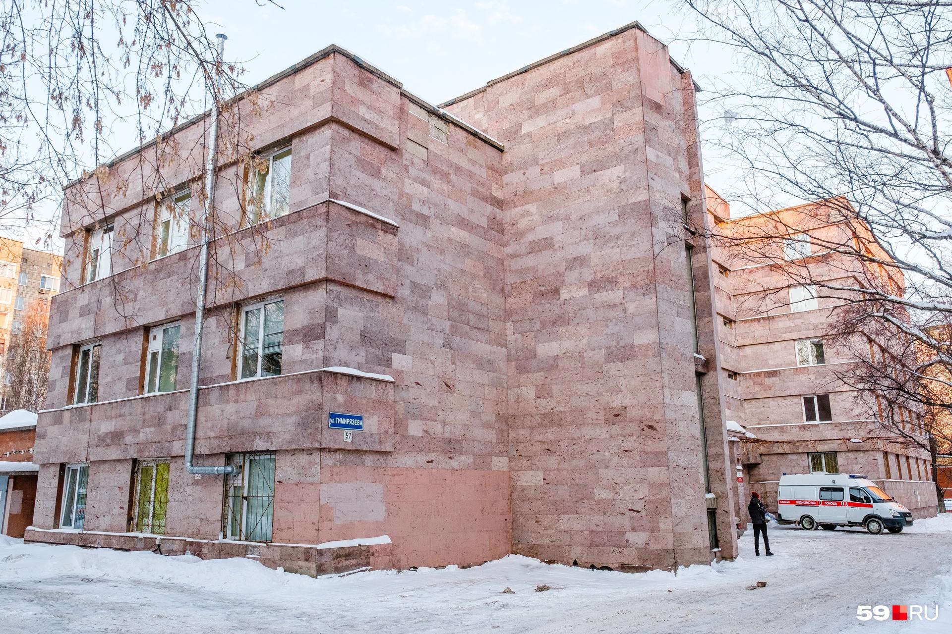 Один из филиалов больницы Пигучина построен в поздние советские годы, но постройка унаследовала принципы все того же конструктивистского стиля