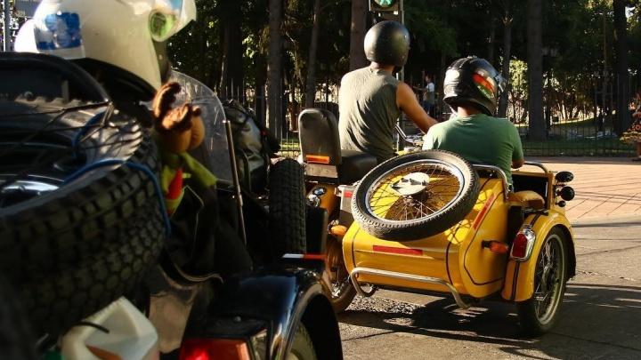 Французы, отправившиеся в кругосветку на «Уралах», едут в Ирбит, чтобы отремонтировать мотоциклы