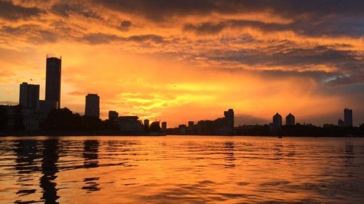 """Король """"оранжевое лето"""": в Екатеринбурге наблюдали красивый закат"""