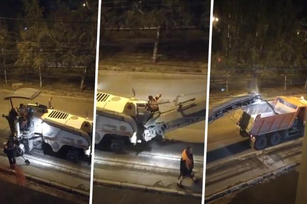 Жители дома жаловались на шумный ночной ремонт дороги под окнами<br>
