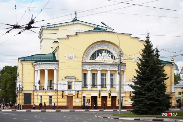 На сцене покажут спектакли в постановках российских и зарубежных режиссеров