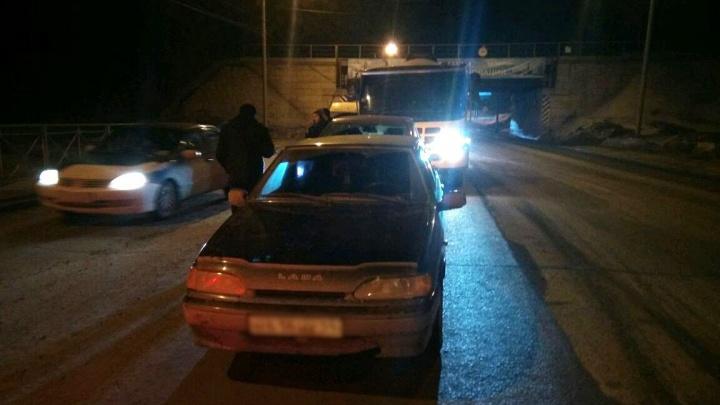 Бетономешалка устроила тройное ДТП на въезде в Академгородок