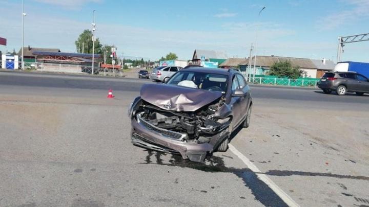 Появилось видео ДТП около Булгаково, где один из водителей выехал на перекресток на красный свет