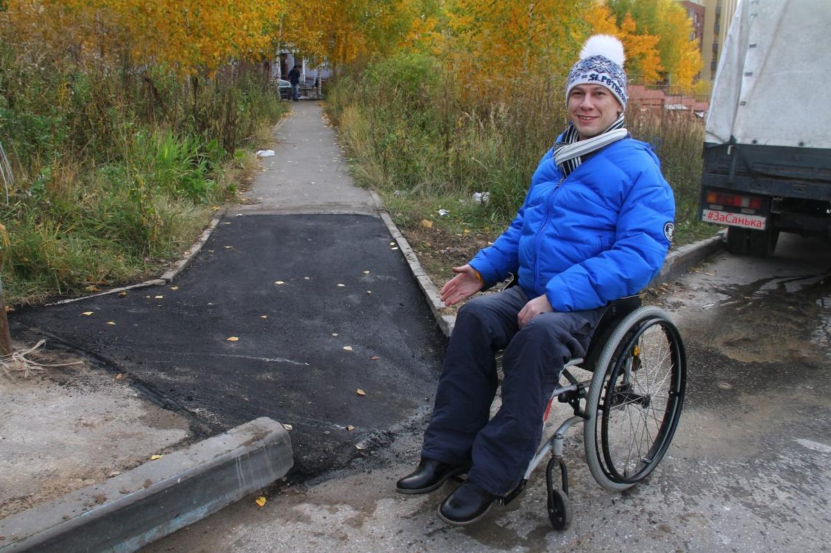 Инвалид-колясочник сделал дорогу к храму за свой счет