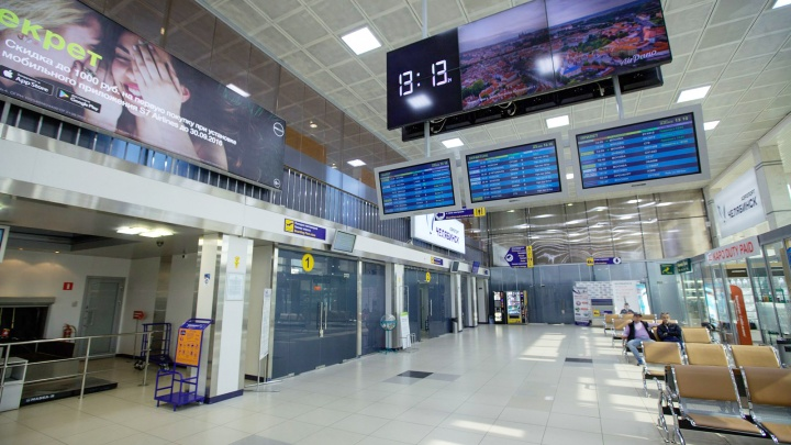 «Вёл себя агрессивно»: в челябинском аэропорту с самолёта в Таиландсняли хулигана
