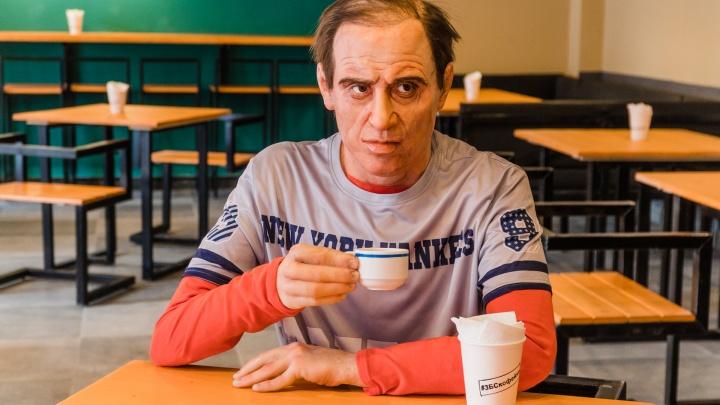 В пермской кофейне гостей встречает силиконовый Адриано Челентано