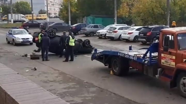 Снёс пять машин и перевернулся: в Самарской области водитель «Приоры» устроил массовое ДТП