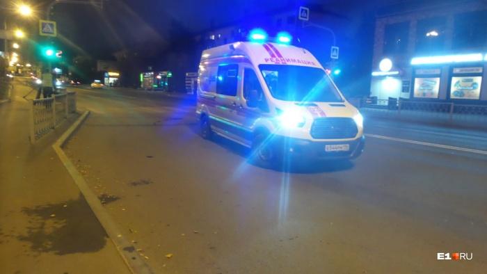 Один из очевидцев ДТП оказался медиком, он перебинтовал дедушке голову до приезда скорой