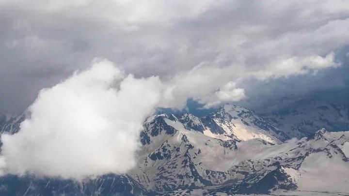 В ущелье в Приэльбрусье сорвался альпинист из Перми
