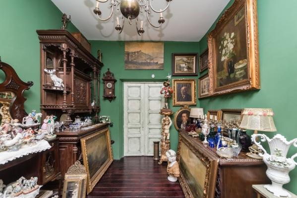 Квартира роскошно обставлена