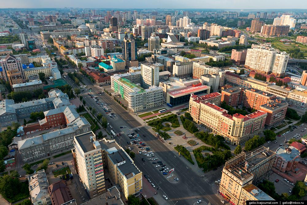 Благоустройство Красного проспекта должно включить в себя и прилегающие территории —площади и скверы