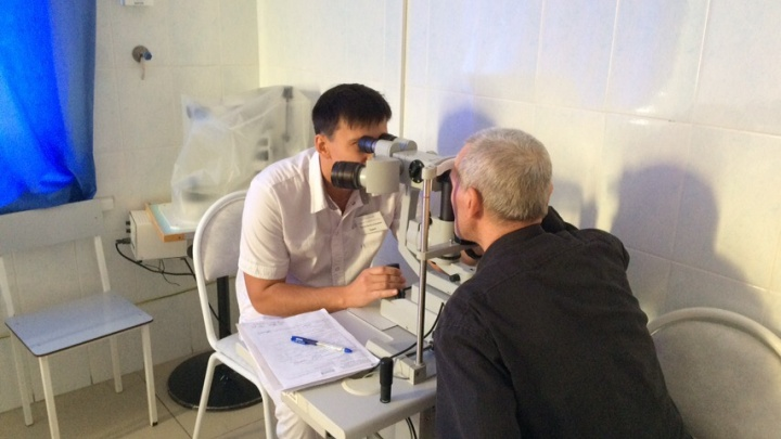 Пожилому боксеру из Ишима, который ослеп после укуса мошки, восстановили зрение