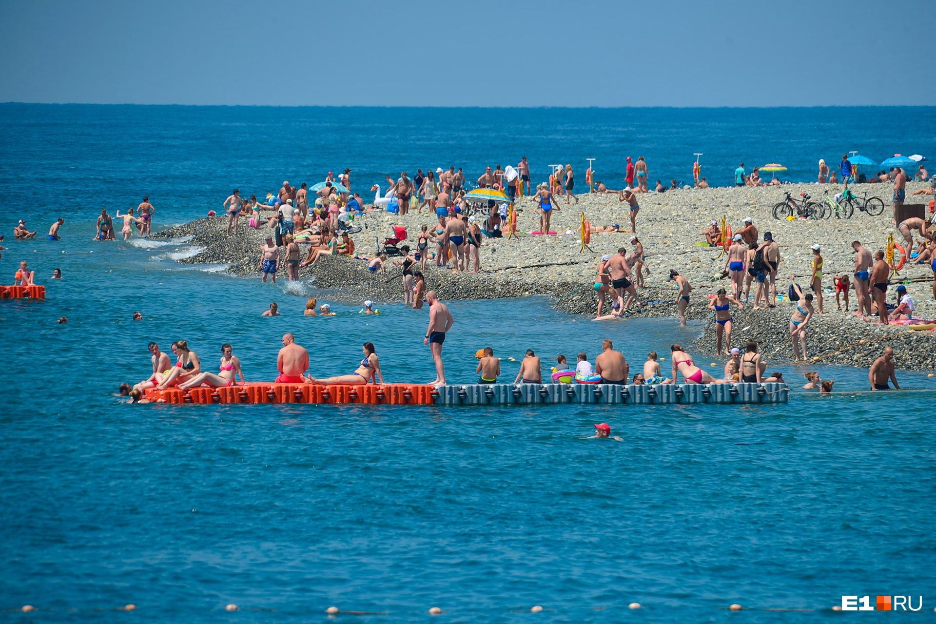 Податься в Сочи в сентябре — и выгодно, и правильно: билеты недорогие, а море до сих пор тёплое