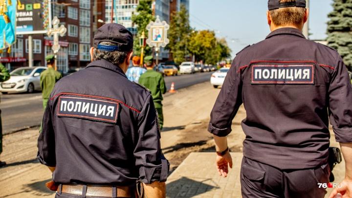 Схватил за лицо и бил: житель Брагино накинулся на полицейского