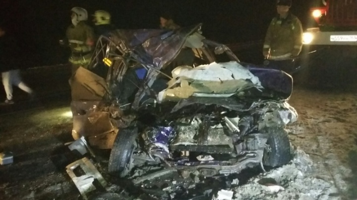 В Самарской области пожилой водитель «Хендай» погиб, вылетев на встречку под грузовик
