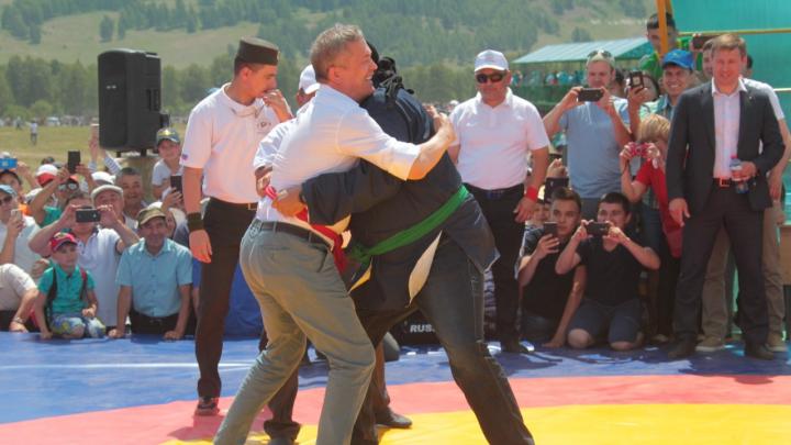 Стивен Сигал в Сибае, проблемы «Сердца Евразии» и французы на болоте. Главные события за неделю