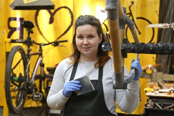 У Елены и её мужа Владимира своя велосипедная мастерская