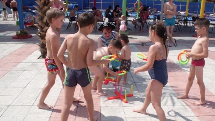 Летний пляж с бассейнами и водными горками начал работу и ждёт гостей
