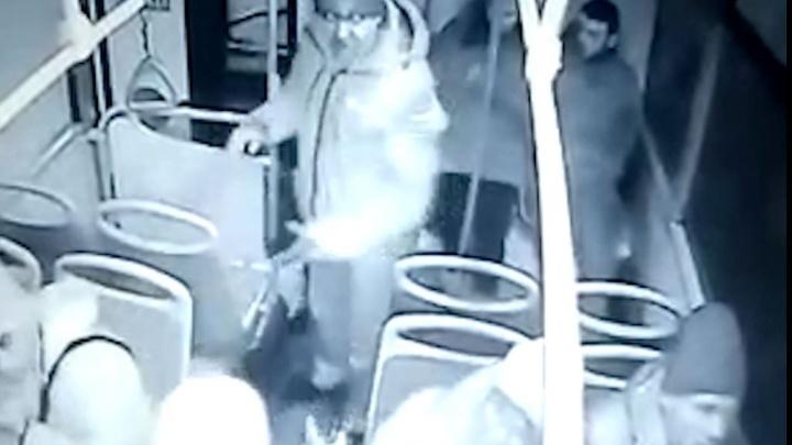Полиция ищет агрессивного пассажира, который избил кондуктора в Екатеринбурге