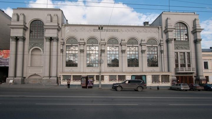 Кирпичи ищут по всему городу: здание Свердловской филармонии отремонтируют