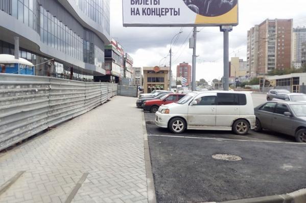 Новые парковочные карманы появились возле строящегося бизнес-центра